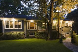 Improving your Home's Curb Appeal with Outdoor Lighting